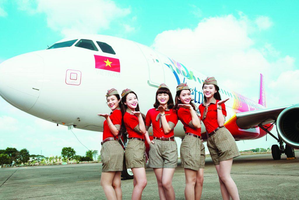 vietjets-cabin-crew-in-front-of-the-vietnamese-tourism-branded-aircraft